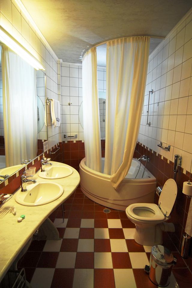 Cene obnove kopalnic v stanovanju