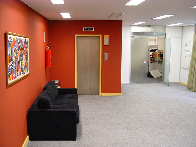 Celovita adaptacija poslovnih prostorov
